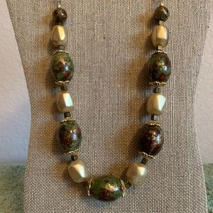 "Jewelry - 20"" chunky beaded green and brown necklace"